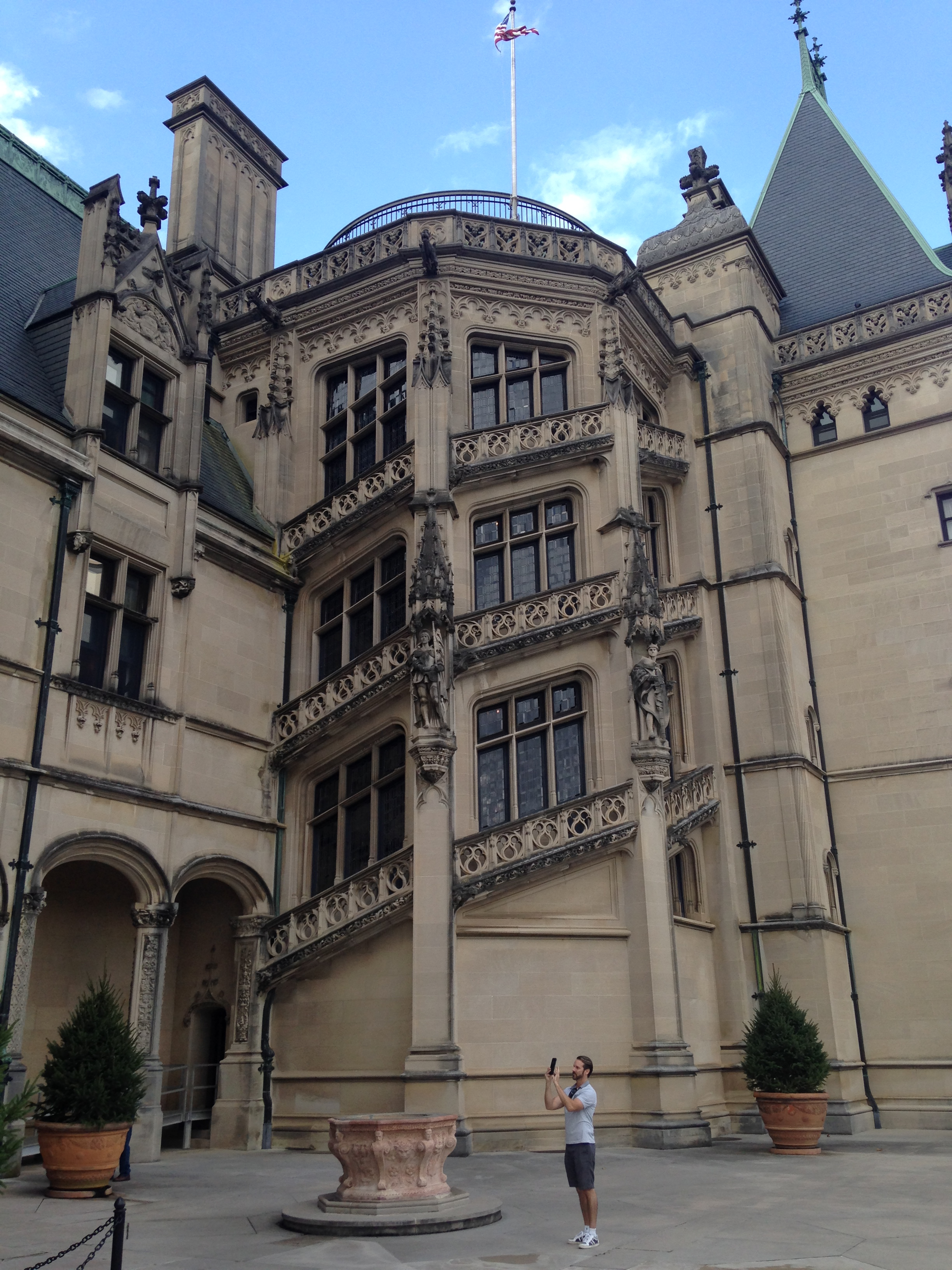 Asheville hippies hipsters and haunted houses well not for Is biltmore estate haunted