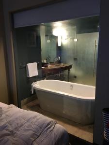 2016-05-09 Seattle - Hotel 1000 5