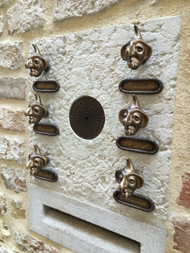 2016-08-30 Venice door knobs 1