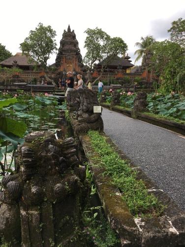 2017-03-25 Bali Ubud Lotus Pond Palace 2