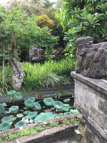 2017-03-25 Bali Ubud Lotus Pond Palace 6